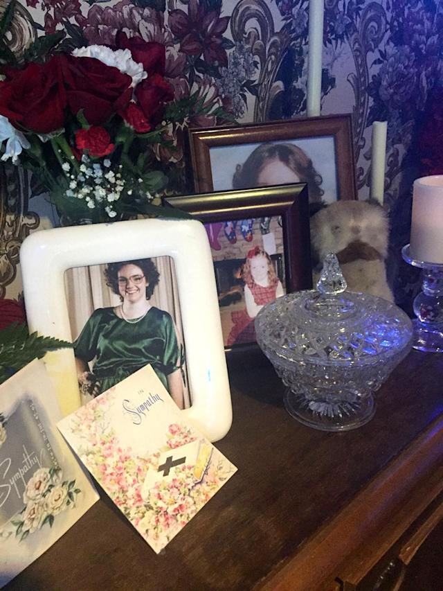 <p>More cards, flowers, and pics, as well as a special owl plush toy decorated the late Barb's memorial.<br><br>(Photo: Yahoo) </p>