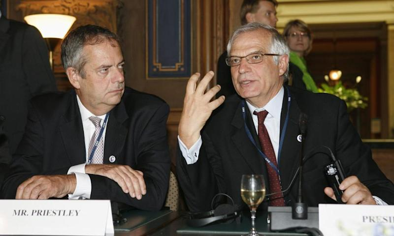 Julian Priestley, left, with the then president of the European parliament, Josep Borrel, in 2006.