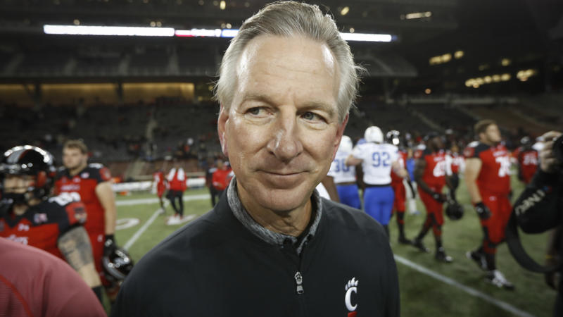 In this Nov. 18, 2016 file photo, Cincinnati coach Tommy Tuberville walks off the field after the team's NCAA college football game against Memphis in Cincinnati. (John Minchillo/AP Photo)