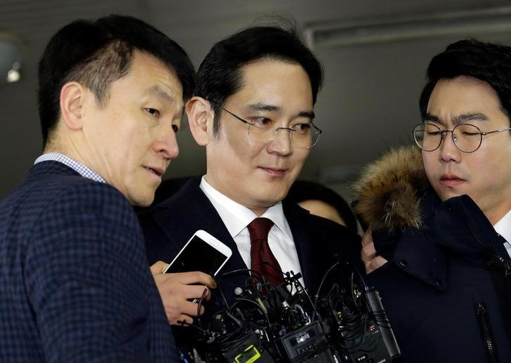 Jay Y. Lee, vice chairman of Samsung Electronics, arrives to be questioned in Seoul