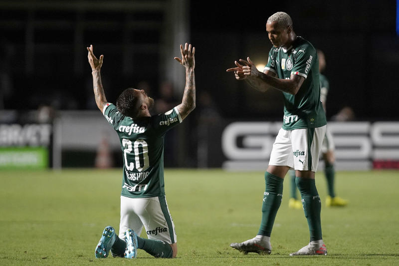 RIO DE JANEIRO, BRAZIL - NOVEMBER 06: Lucas Lima of Palmeiras celebrates after scoring the first goal of his team with teammate Deyverson during a match between Vasco and Palmeiras as part of Brasileirao Series A 2019 at Sao Januario Stadium on November 6, 2019 in Rio de Janeiro, Brazil. (Photo by Wagner Meier/Getty Images)