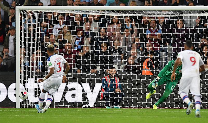 Patrick van Aanholt equalises from the penalty spot. (Photo by DANIEL LEAL-OLIVAS / AFP)