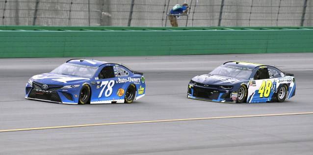 "<a class=""link rapid-noclick-resp"" href=""/nascar/sprint/drivers/380/"" data-ylk=""slk:Martin Truex Jr"">Martin Truex Jr</a>. (78) leads Jimmie Johnson (48) into Turn 1 during the NASCAR Cup Series auto race at Kentucky Speedway, Saturday, July 14, 2018, in Sparta, Ky. (AP Photo/Timothy D. Easley)"