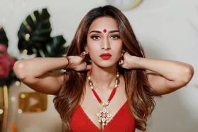 Watch: Erica Fernandes forgets to wear 'ghagra' on sets of 'Kasautii Zindagii Kay 2'