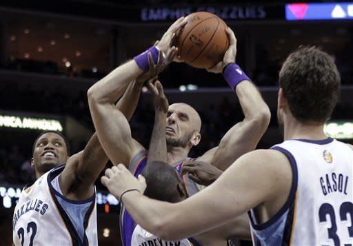 Phoenix Suns center Marcin Gortat, center, of Poland, gets tangled up as Memphis Grizzlies' Rudy Gay (22), Quincy Poindexter, and Marc Gasol (33) defend during the first half of an NBA basketball game Wednesday, April 11, 2012, in Memphis, Tenn. (AP Photo/Lance Murphey)