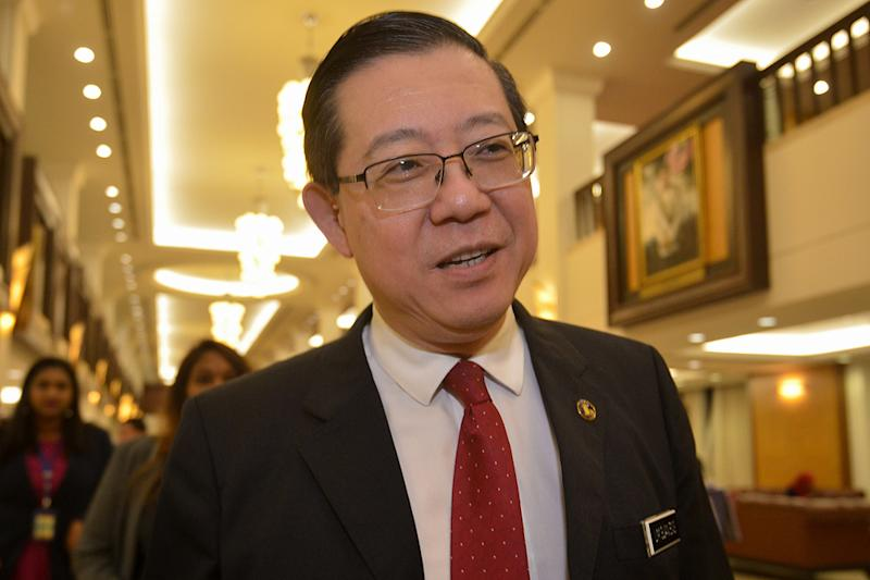 Finance Minister Lim Guan Eng said the outstanding RM16 billion tax refunds that the government owes taxpayers still cannot be found in the refund account regardless of which accounting method is used. — Picture by Mukhriz Hazim
