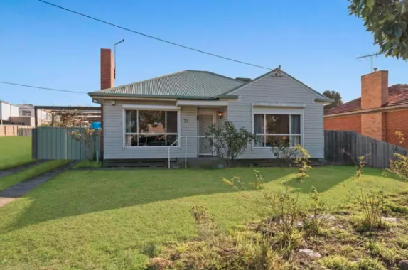 A house in Geelong offered for free advertised on Gumtree. The buyer will have to pay to relocate the home. Source: Gumtree.