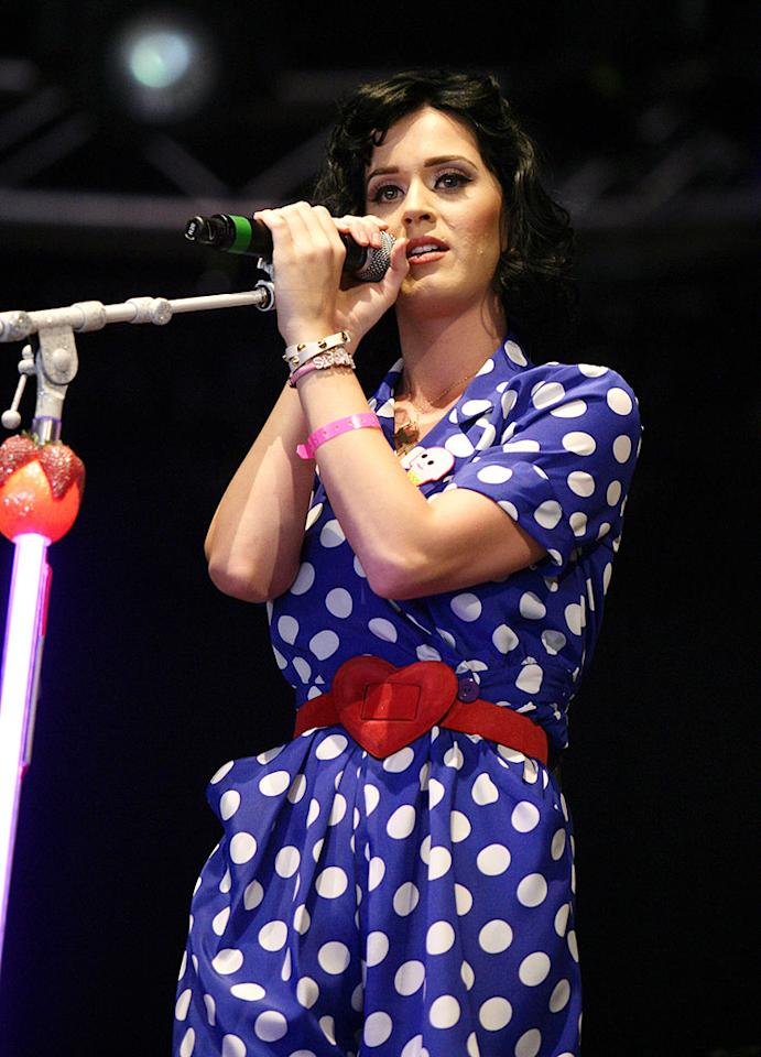 "Katy Perry's blue and white polka dot dress has heart! Greetsia Tent/Hyperphoto Photography/<a href=""http://www.wireimage.com"" target=""new"">WireImage.com</a> - June 1, 2009"