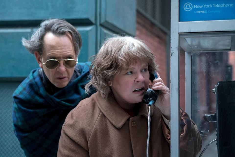 """Richard E. Grant as """"Jack Hock"""" and Melissa McCarthy as """"Lee Israel"""" in the film CAN YOU EVER FORGIVE ME? Photo by Mary Cybulski. © 2018 Twentieth Century Fox Film Corporation All Rights Reserved"""