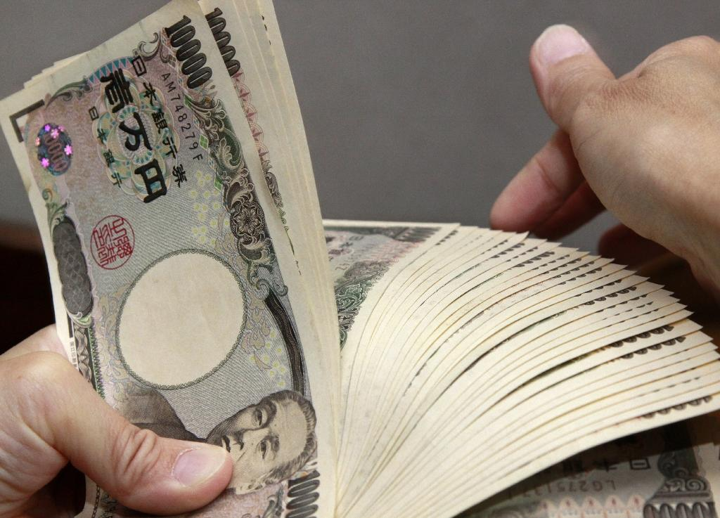 The weaker yen boosted Japan's exporters, sending the Nikkei stock index 2.3 percent higher at the close (AFP Photo/Yoshikazu Tsuno)