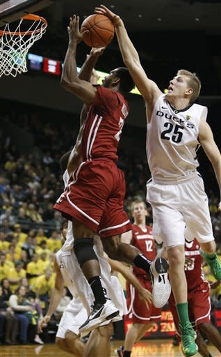 Oregon's E. J. Singler (25) blocks a shot by Washington State's Royce Woolridge during the second half of Washington State's game against Oregon in an NCAA college basketball game at Matthew Knight Arena in Eugene, Ore. Wednesday Jan. 23, 2013. Oregon defeated Washington State 68-61. (AP Photo/Brian Davies)
