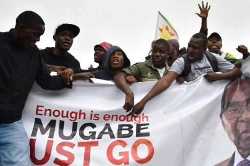 <p>Elated Zimbabweans celebrate as Mugabe era fades</p>
