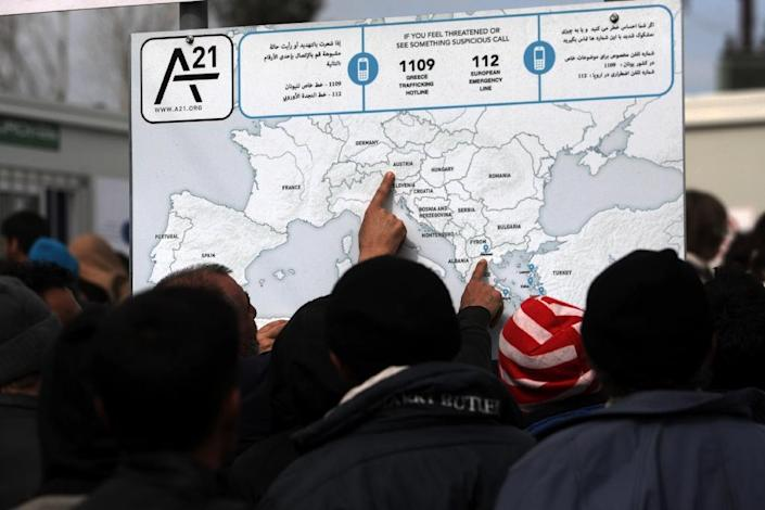 Migrants and refugees plan their route across Europe as they wait to cross the Greece-Macedonian border on March 2, 2016 (AFP Photo/Sakis Mitrolidis)