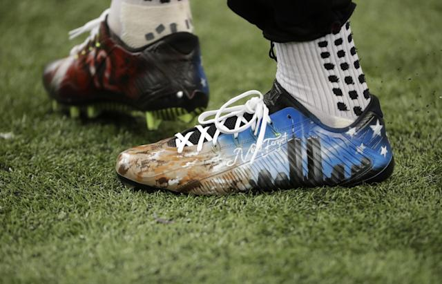 <p>Atlanta Falcons wide receiver Julio Jones warms up wearing cleats in remembrance of 9/11 before the first half of an NFL football game, Sunday, Sept. 11, 2016, in Atlanta. (AP Photo/David Goldman) </p>