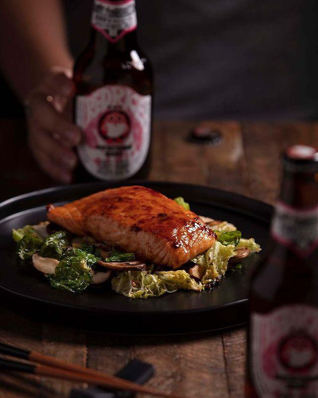 "<p>Yeah, you'll have to skip the noodles, but things like the Asian Caesar Salad with Salmon or even their famous lettuce wraps can be great low-carb options (just be careful about any sauces or rice sticks).</p><p><a href=""https://www.instagram.com/p/CD4H6ZSjV4-/"" rel=""nofollow noopener"" target=""_blank"" data-ylk=""slk:See the original post on Instagram"" class=""link rapid-noclick-resp"">See the original post on Instagram</a></p>"