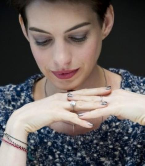 5 Lessons for My Tween from Anne Hathaway