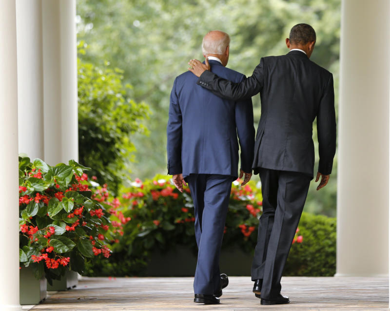 U.S. President Barack Obama (R) and Vice President Joe Biden walk back to the Oval Office after speaking about the Supreme Court ruling to uphold the nationwide availability of tax subsidies that are crucial to the implementation of the Affordable Care Act, at the White House in Washington June 25, 2015. REUTERS/Jonathan Ernst TPX IMAGES OF THE DAY