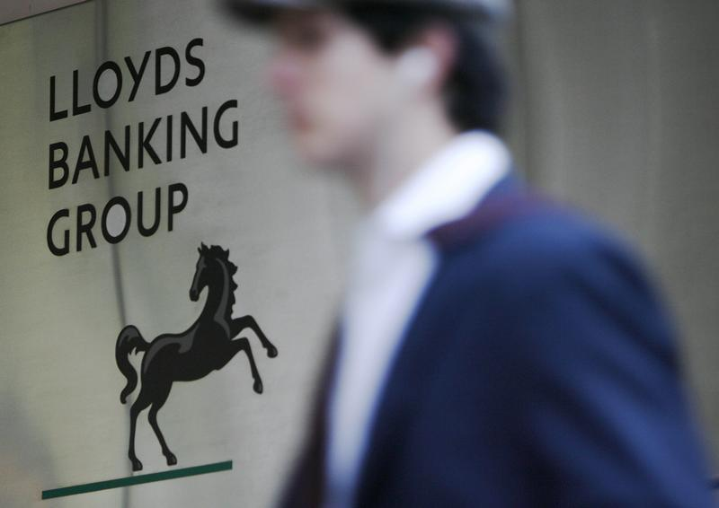 A man passes the head offices of the Lloyds Banking Group in London March 9, 2009. REUTERS/Luke MacGregor (BRITAIN BUSINESS) - RTXCJHE
