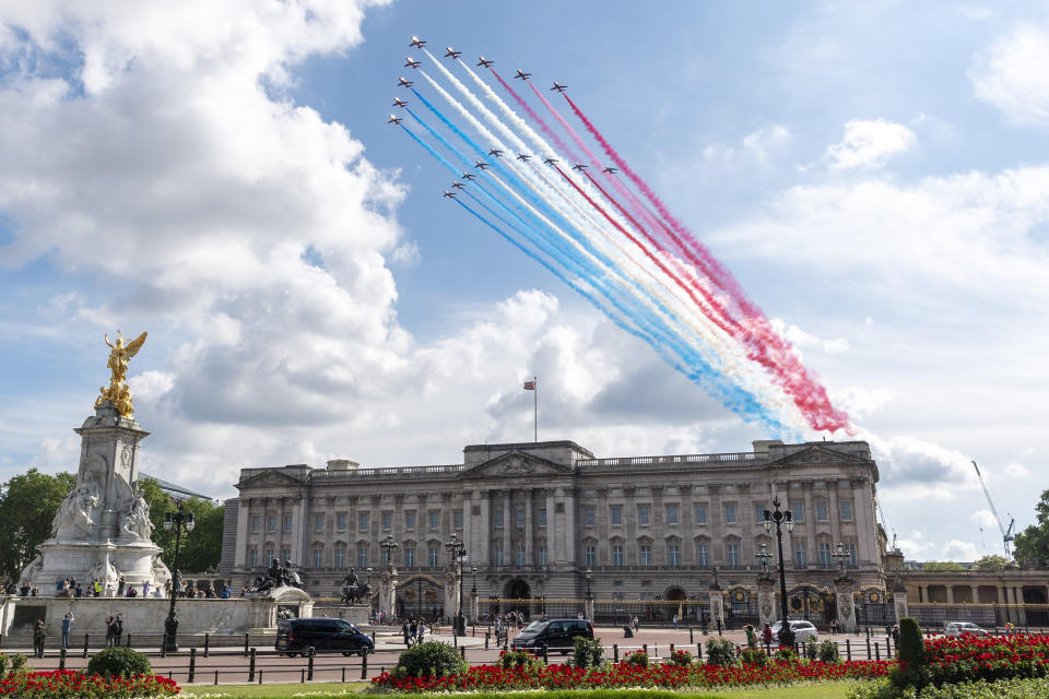 LONDON, June 18, 2020 -- A formation of the Royal Air Force RAF Red Arrows and its French counterpart team La Patrouille de France flies above Buckingham Palace in London, Britain, on June 18, 2020. British Prime Minister Boris Johnson and French President Emmanuel Macron held talks Thursday at 10 Downing Street, the first meeting between heads of state in Britain since the COVID-19 pandemic started. A flypast was performed afterwards above London by the Royal Air Force RAF Red Arrows and its French counterpart team, La Patrouille de France. (Photo by Ray Tang/Xinhua via Getty) (Xinhua/ via Getty Images)
