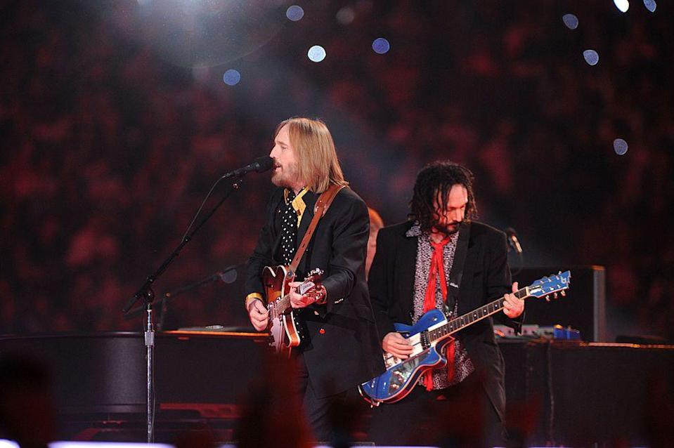 """<p>Frontman Petty wore a yellow shirt and polkadot neck scarf with a dark suit. </p><p><a class=""""link rapid-noclick-resp"""" href=""""https://www.youtube.com/watch?v=Vul_EYQEJJU&ab_channel=NFL"""" rel=""""nofollow noopener"""" target=""""_blank"""" data-ylk=""""slk:WATCH NOW"""">WATCH NOW</a></p>"""