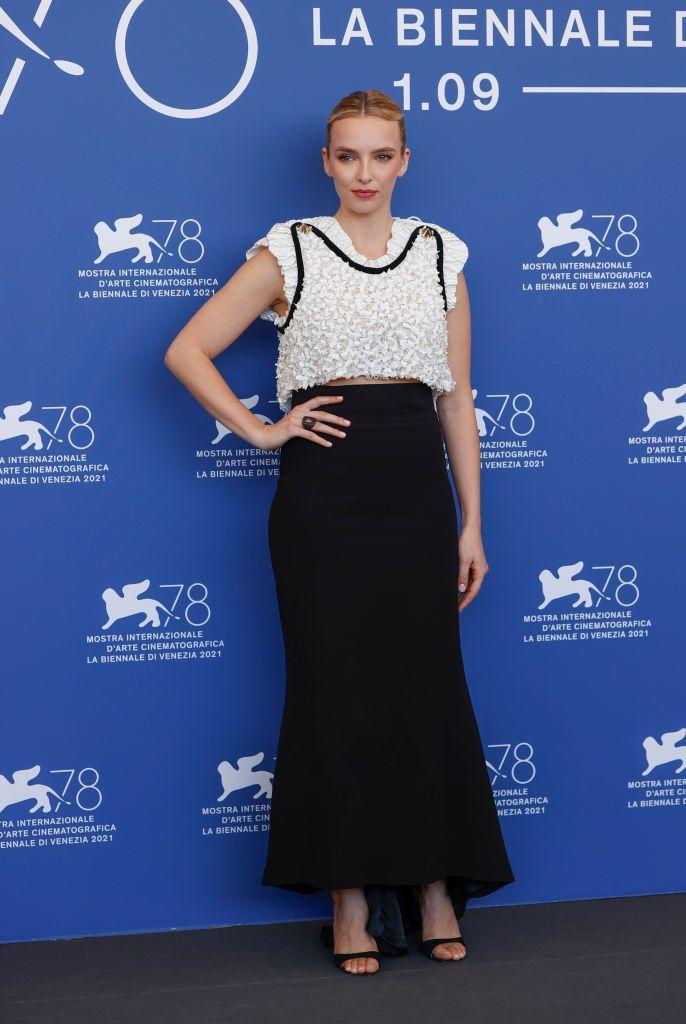 <p>Attending the photocall for new movie The Last Duel, Comer wore a chic monochrome 'fit.</p>