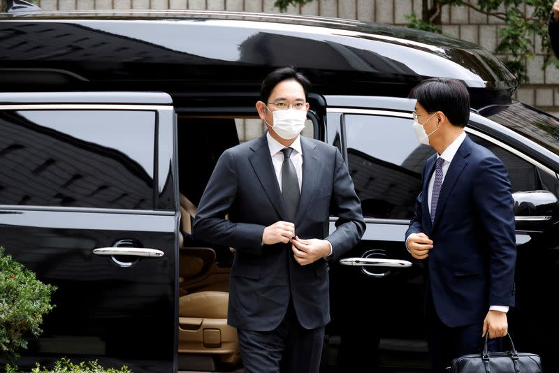 FILE PHOTO: Samsung Group heir Jay Y. Lee arrives at a court in Seoul
