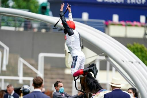 Frankie Dettori performs his trademark flying dismount from Frankly Darling