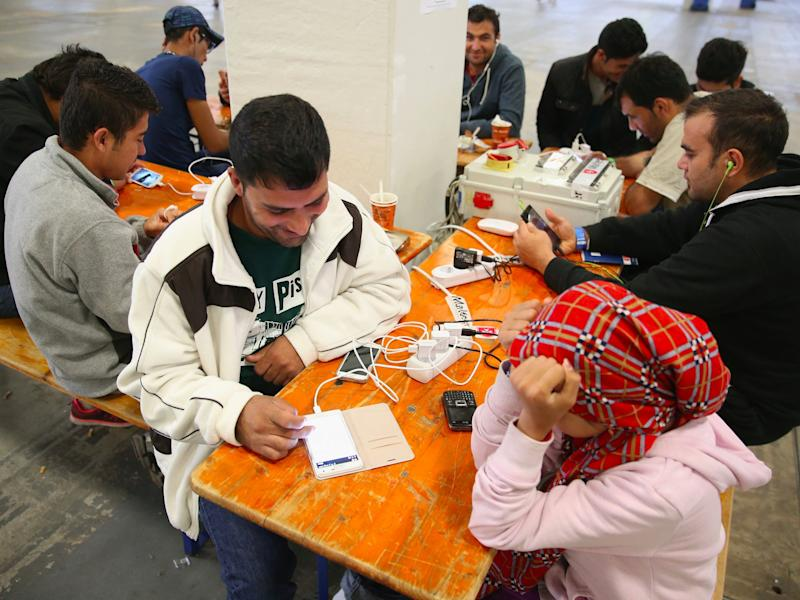 refugees migrants phones smartphones