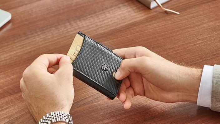 Don't be fooled by the slim design of this Travando wallet, as it's more than capable of carrying your on-the-go essentials.