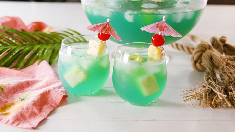 """<p>These big-batch <a href=""""https://www.delish.com/entertaining/g2163/summer-cocktails/"""" rel=""""nofollow noopener"""" target=""""_blank"""" data-ylk=""""slk:summer cocktails"""" class=""""link rapid-noclick-resp"""">summer cocktails</a> will refresh everyone at your summertime soirées, barbecues, and get-togethers. Whether you're a tequila crowd, wine fans, or more into rum, there's a big batch cocktail with your name on it. Need to kick off the party quickly? We have <a href=""""https://www.delish.com/cooking/recipe-ideas/g3545/shots/"""" rel=""""nofollow noopener"""" target=""""_blank"""" data-ylk=""""slk:easy shots"""" class=""""link rapid-noclick-resp"""">easy shots</a> for that. For more boozy summer ideas, check out our favorite <a href=""""https://www.delish.com/entertaining/g2173/vodka-mixed-drinks-recipes/"""" rel=""""nofollow noopener"""" target=""""_blank"""" data-ylk=""""slk:vodka drinks"""" class=""""link rapid-noclick-resp"""">vodka drinks</a>.</p>"""