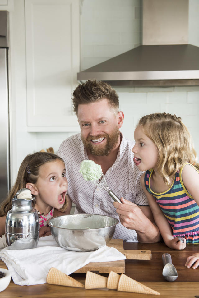 Blais with his daughters. (Photo: Courtesy Richard Blais)
