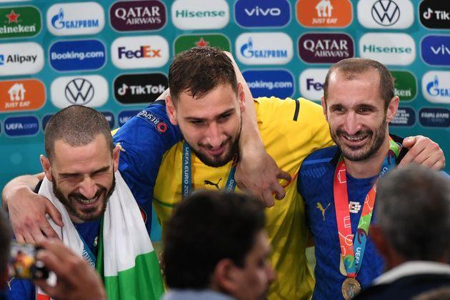 LONDON, ENGLAND - JULY 11:  Giorgio Chiellini, Gianluiji Donnarumma and Lorenzo Insigne of Italy celebrate their win during the UEFA Euro 2020 Final between Italy and England at Wembley Stadium on July 11, 2021 in London, United Kingdom.  (Photo by Kaz Photography/Getty Images) (Photo: Kaz Photography via Getty Images)