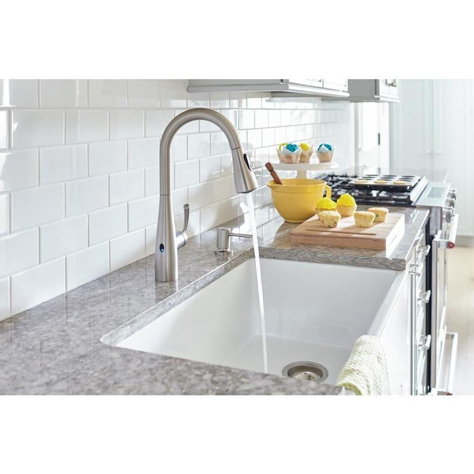 """<p><strong>Moen</strong></p><p>homedepot.com</p><p><strong>$269.00</strong></p><p><a href=""""https://go.redirectingat.com?id=74968X1596630&url=https%3A%2F%2Fwww.homedepot.com%2Fp%2FMOEN-Essie-Touchless-1-Handle-Pull-Down-Sprayer-Kitchen-Faucet-with-MotionSense-Wave-and-Power-Clean-in-Spot-Resist-Stainless-87014EWSRS%2F302876896&sref=https%3A%2F%2Fwww.housebeautiful.com%2Fshopping%2Fhome-gadgets%2Fg32601791%2Fbest-touchless-kitchen-faucets%2F"""" rel=""""nofollow noopener"""" target=""""_blank"""" data-ylk=""""slk:BUY NOW"""" class=""""link rapid-noclick-resp"""">BUY NOW</a></p><p>This touchless faucet from Moen takes classic style and updates it with MotionSense Wave technology. It's battery-powered and comes in four finishes, including the spot-resistant stainless option seen here. Plus, it comes with a soap dispenser, too.</p>"""