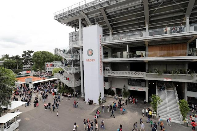 The newlook Philippe Chatrier court at Roland Garros (AFP Photo/Thomas SAMSON)