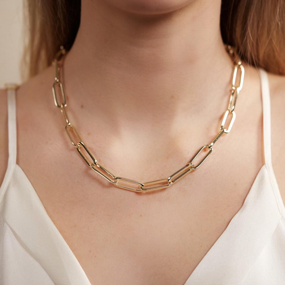 """<p>This <a href=""""https://www.popsugar.com/buy/Melinda-Maria-Carrie-Chain-Necklace-547163?p_name=Melinda%20Maria%20Carrie%20Chain%20Necklace&retailer=melindamaria.com&pid=547163&price=110&evar1=fab%3Aus&evar9=47186387&evar98=https%3A%2F%2Fwww.popsugar.com%2Ffashion%2Fphoto-gallery%2F47186387%2Fimage%2F47186388%2FMelinda-Maria-Carrie-Chain-Necklace&list1=shopping%2Cjewelry%2Caccessories%2Cnecklace%2Caffordable%20shopping&prop13=mobile&pdata=1"""" rel=""""nofollow"""" data-shoppable-link=""""1"""" target=""""_blank"""" class=""""ga-track"""" data-ga-category=""""Related"""" data-ga-label=""""https://melindamaria.com/collections/necklace/products/carrie-chain-necklace"""" data-ga-action=""""In-Line Links"""">Melinda Maria Carrie Chain Necklace</a> ($110) is such a staple.</p>"""