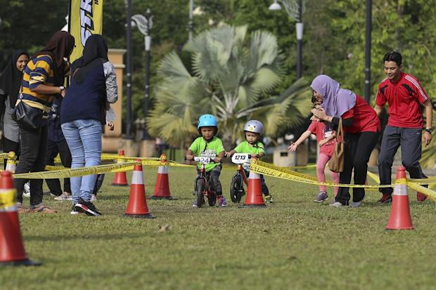 The atmosphere at the balance bike race was friendly, with parents cheering and encouraging the kids along the track.