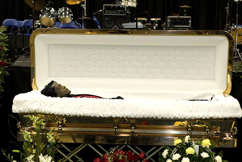AUGUSTA, GA - DECEMBER 30: The body of musician James Brown is on display during a homegoing celebration at the James Brown Arena December 30, 2006 in Augusta, Georgia. (Photo by Annette Brown/Getty Images)