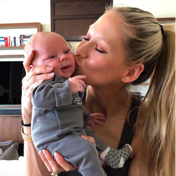Instagram: Anna Kournikova with her baby, one of the twins