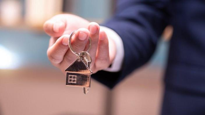 Letting agent with keys