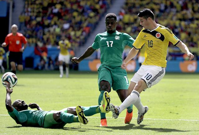 Colombia's James Rodriguez (10) crosses the ball during the group C World Cup soccer match between Colombia and Ivory Coast at the Estadio Nacional in Brasilia, Brazil, Thursday, June 19, 2014. (AP Photo/Sergei Grits)