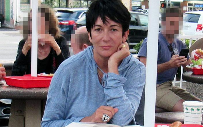 Prosecutors worry that Ghislaine Maxwell could use her French and British citizenship to flee if granted bail - -/-