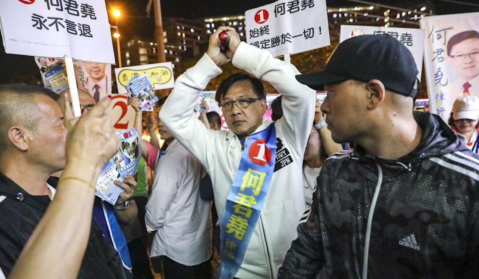 Junius Ho (centre) reigned the Article 23 controversy when he urged people to get behind a fresh drive to enact the legislation. Photo: K.Y. Cheng
