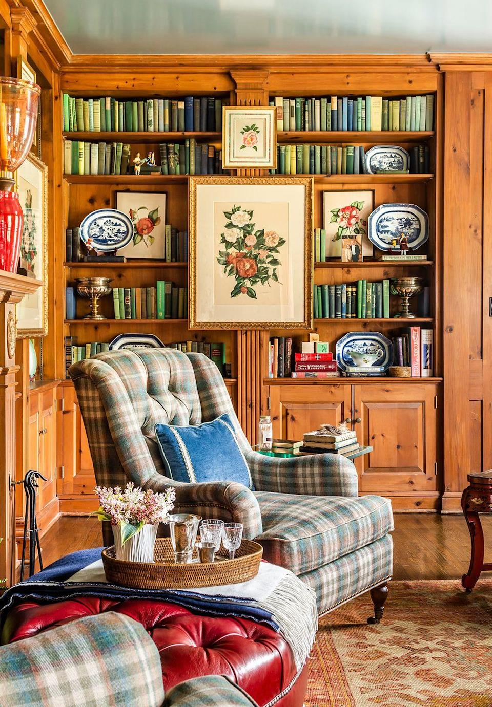 <p>In this library setup, plaid seating lends contrast to wood shelving and flooring. </p>