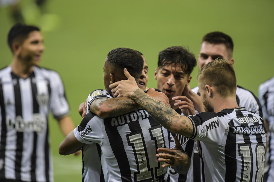 BELO HORIZONTE, BRAZIL - SEPTEMBER 26: Players of Atletico MG celebrate a scored goal against Gremio during a match between Atletico MG and Gremio as part of Brasileirao Series A 2020 at Mineirao Stadium on September 26, 2020 in Belo Horizonte, Brazil. The match is played behind closed doors and with precautionary measures against the spread of coronavirus (COVID-19).  (Photo by Pedro Vilela/Getty Images)