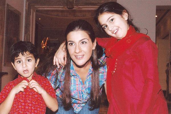 Saif has 2 kids from his prior marriage but that doesn't seem to bother the Kapoor woman. In fact she is said to have a great repertoire with them. Initially there were reports of Sharmila Tagore not approving of her but it seems Kareena won the heart of her mum-in-law quite well. So much so that the whole wedding was orchestrated and headed by her; and boy she did that really well?!