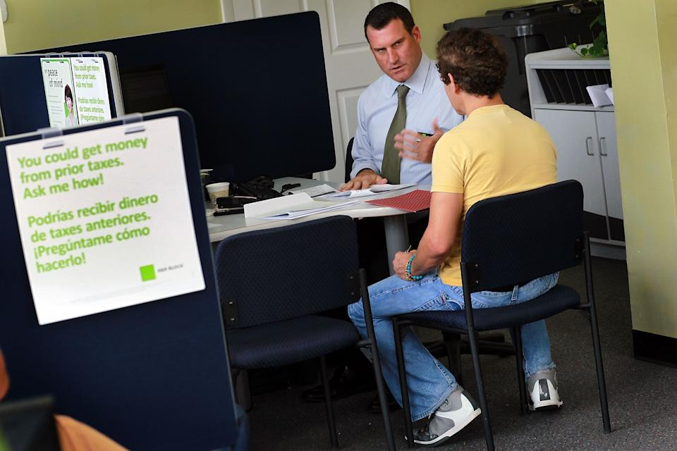 MIAMI BEACH, FL - APRIL 14:  S. Pieto Tondini (L), H&R Block Tax Associate, works on Diego Sanclemente's tax form the day before the Internal Revenue Service deadline on April 14, 2010 in Miami Beach, Florida.  With only one day to go before the April 15th deadline to file taxes, accountants around the U.S. are swamped with people who waited until the last day to file.  (Photo by Joe Raedle/Getty Images)