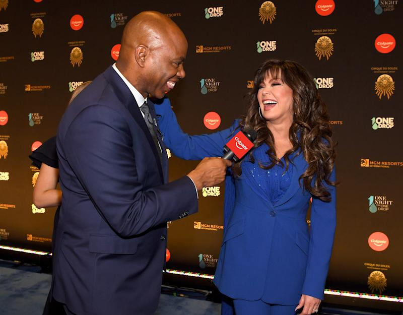 Entertainment Tonight's Kevin Frazier interviews Marie Osmond on the Blue Carpet.
