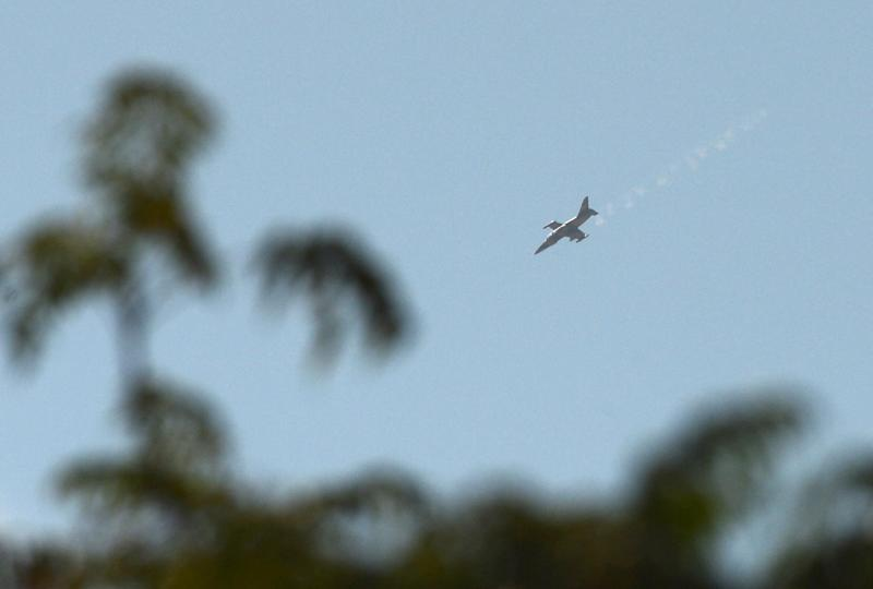 A Syrian army fighter jet flies over Al-Bab, 30 kilometres from the northeastern Syrian city of Aleppo, on October 17, 2012