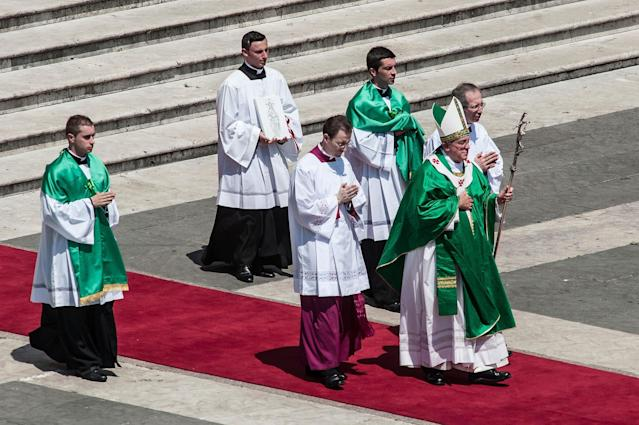 VATICAN CITY, VATICAN - JUNE 16: Pope Francis attends the celebration of the mass for the 'Evangelium Vitae' Day at St. Peter's Square on June 16, 2013 in Vatican City, Vatican. (Photo by Giorgio Cosulich/Getty Images)