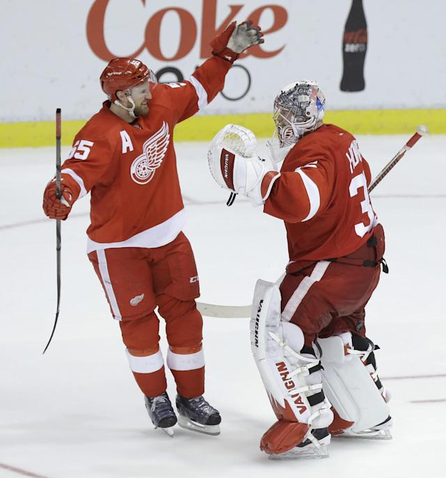 Detroit Red Wings goalie Jimmy Howard (35) is congratulated by teammate Niklas Kronwall (55), of Sweden, after their 3-2 win over the Los Angeles Kings during the shootout period of an NHL hockey game in Detroit, Saturday, Jan. 18, 2014. (AP Photo/Carlos Osorio)